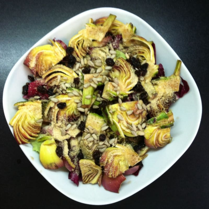 Sweet and sour salad with artichokes
