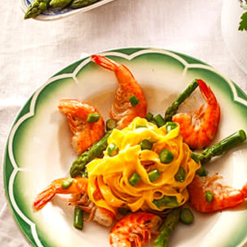 Pasta con scampi ed asparagi