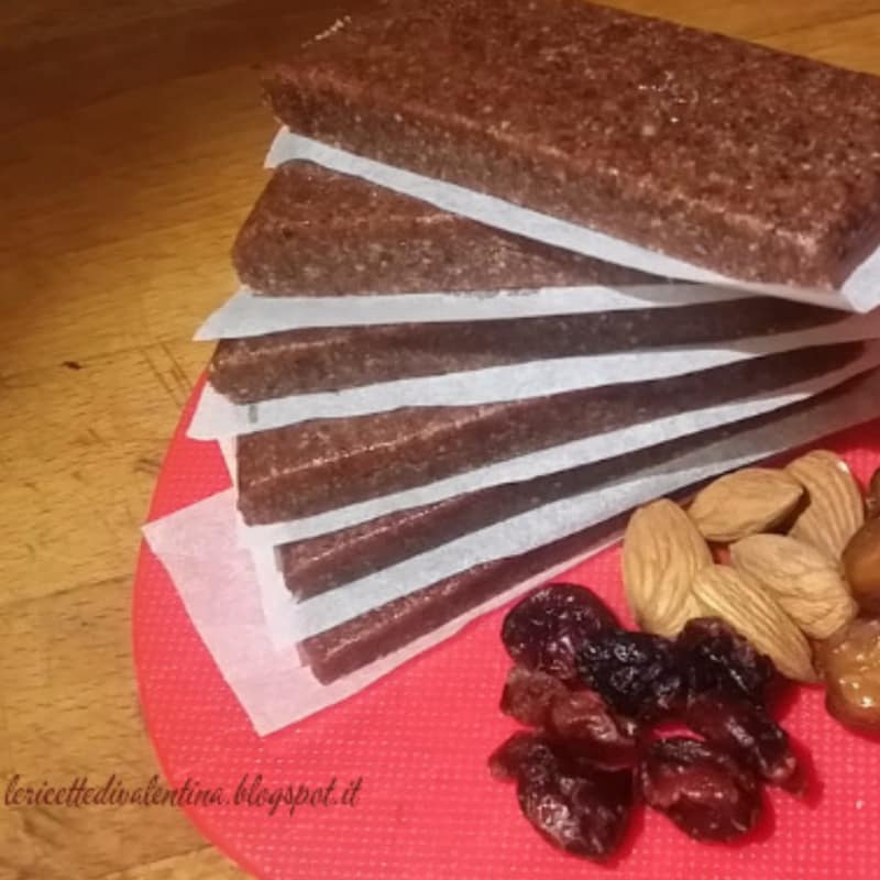 Energy bars, only 3 ingredients, cranberries and dates as