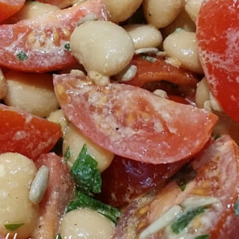 Fast saves salad lunch, tomatoes beans and sunflower seeds