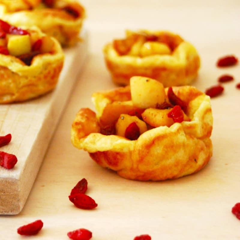 Popover piccanti con mele e bacche di goji
