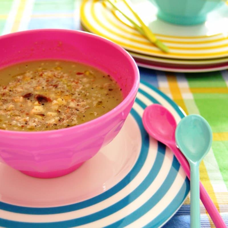 Sopa de cebolla y patatas verano con avellanas