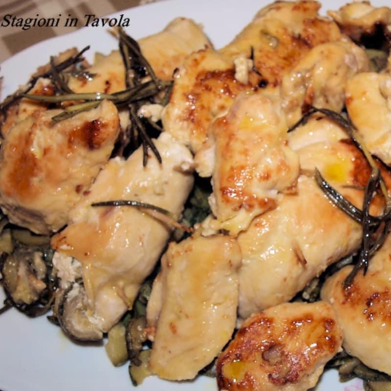 Trino de pechuga de pollo con calabacín y queso de pasta blanda