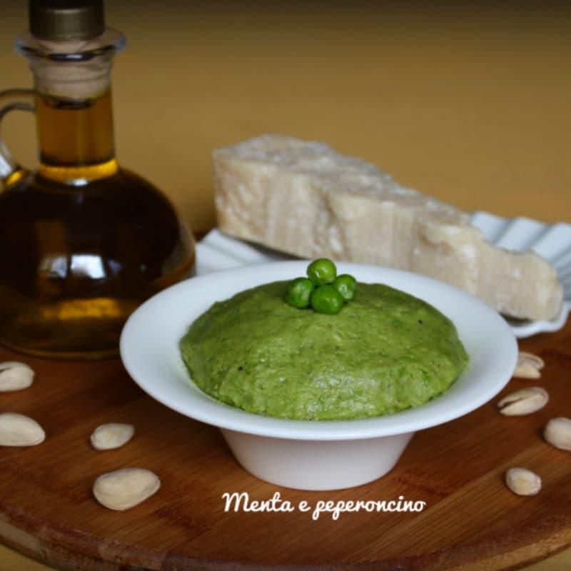 guisantes y pistachos pesto