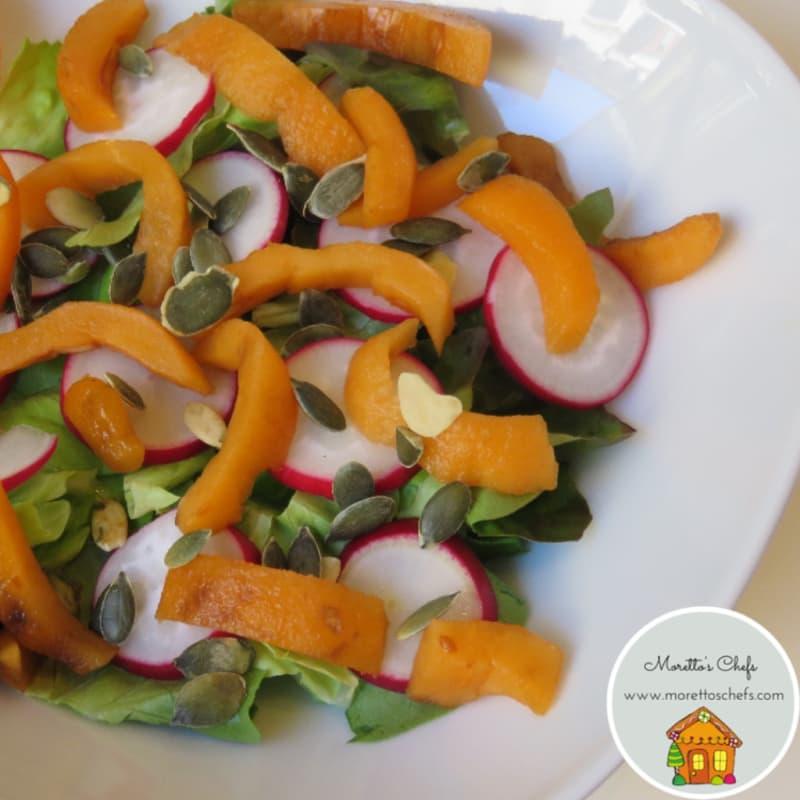 ensalada de níspero y rábano con semillas de calabaza