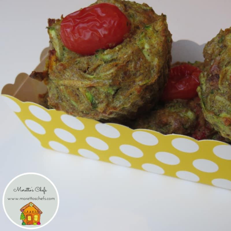 las zanahorias y los calabacines para muffins salados