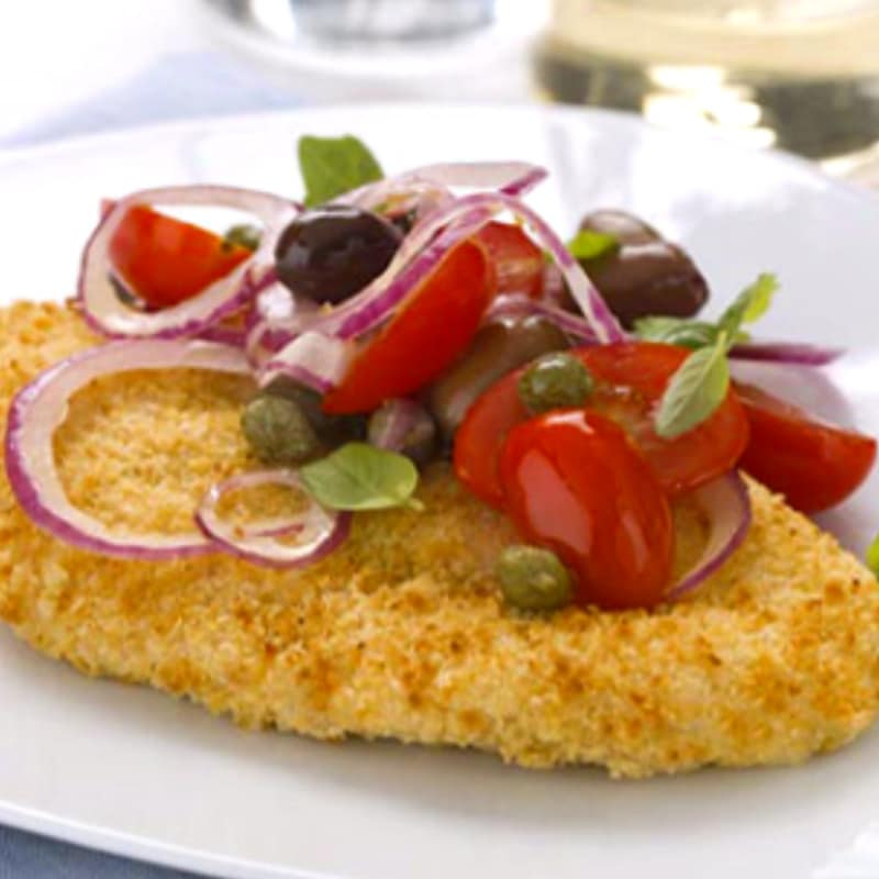 Cutlets with cherry tomatoes, onion and olives