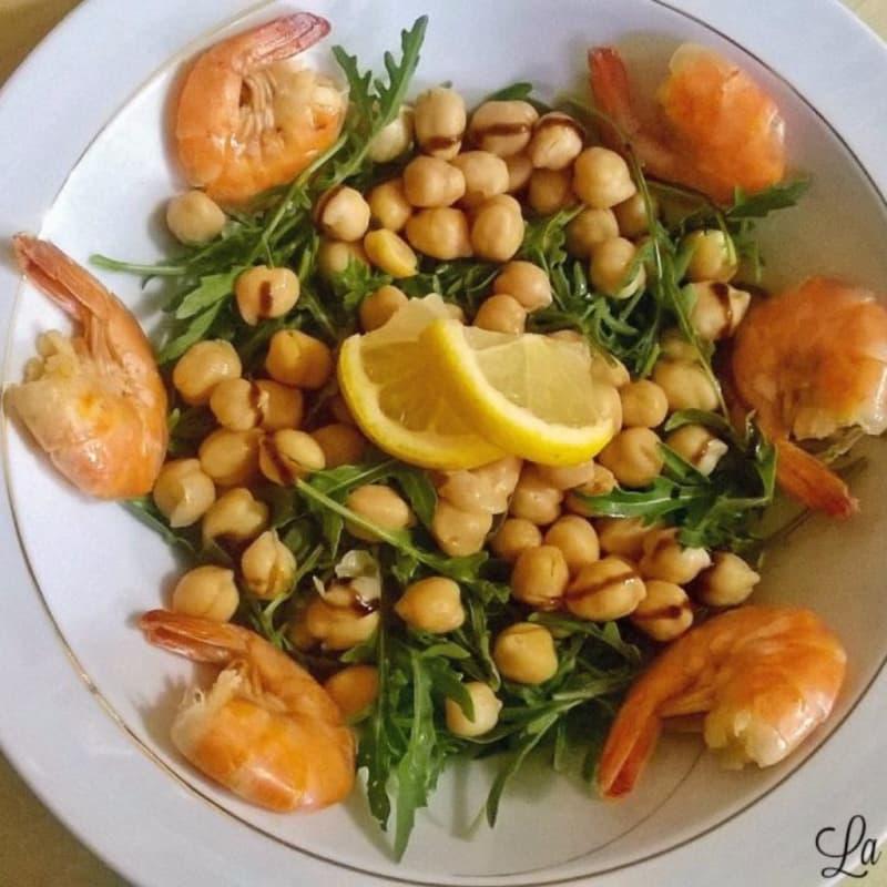 garbanzos Ensalada de camarones y rúcula