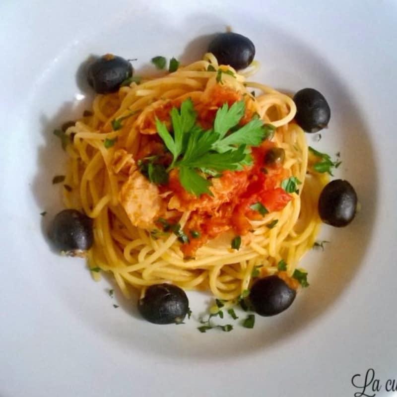 Espaguetis con sabores mediterráneos