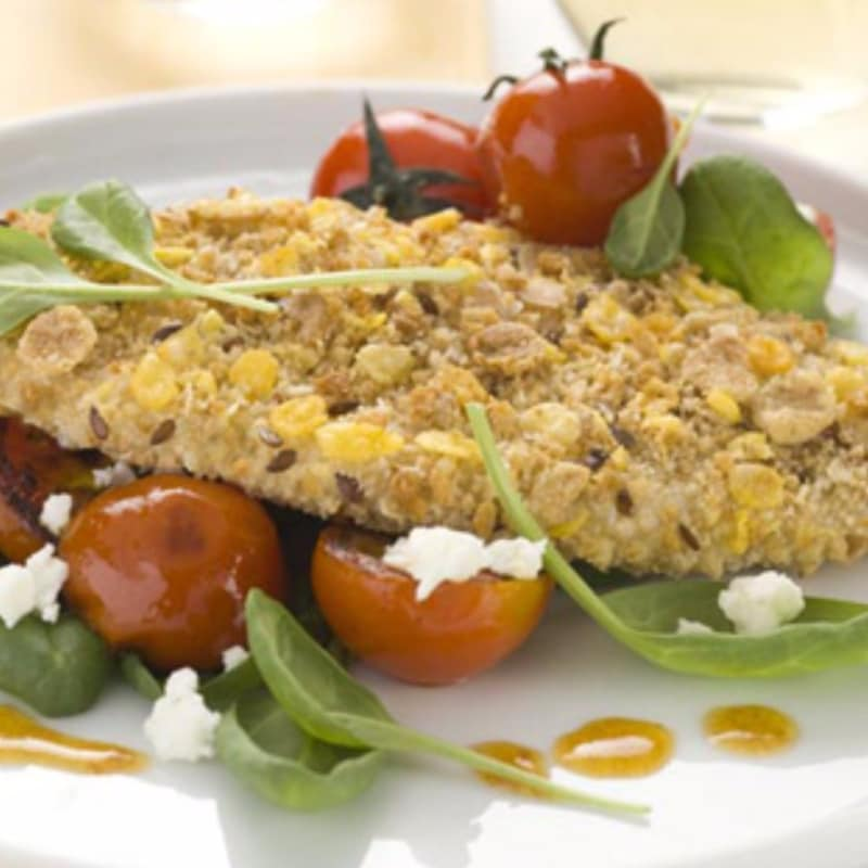 chuletas de pollo con tomates cherry salteados, espinacas y queso feta