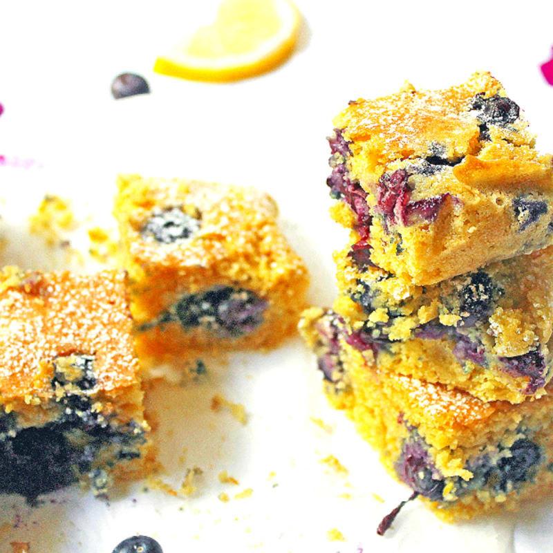 torta de polenta con limón y arándanos