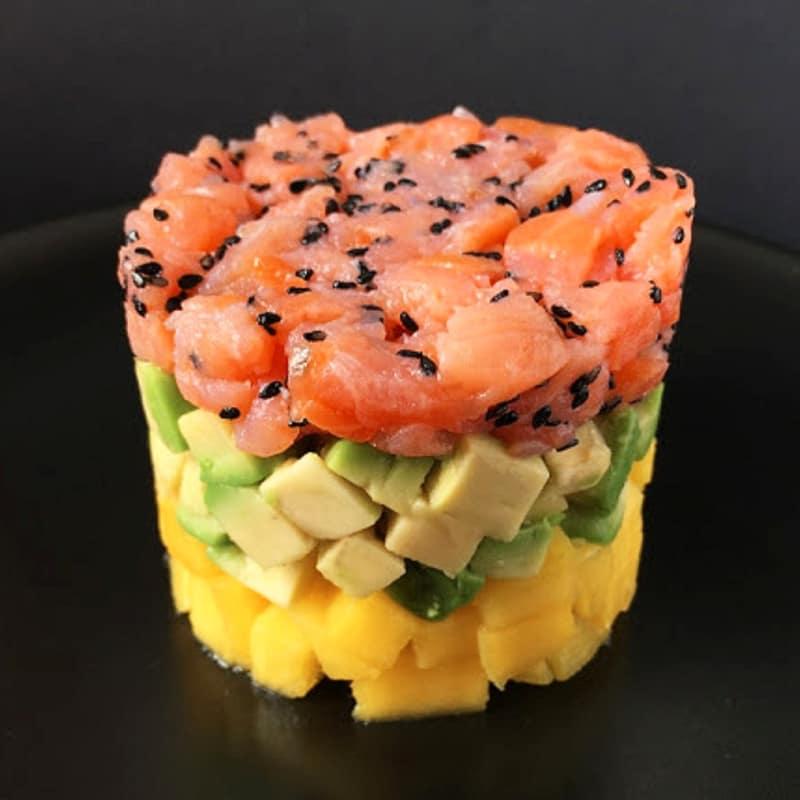 Tartare di salmone con avocado e mango