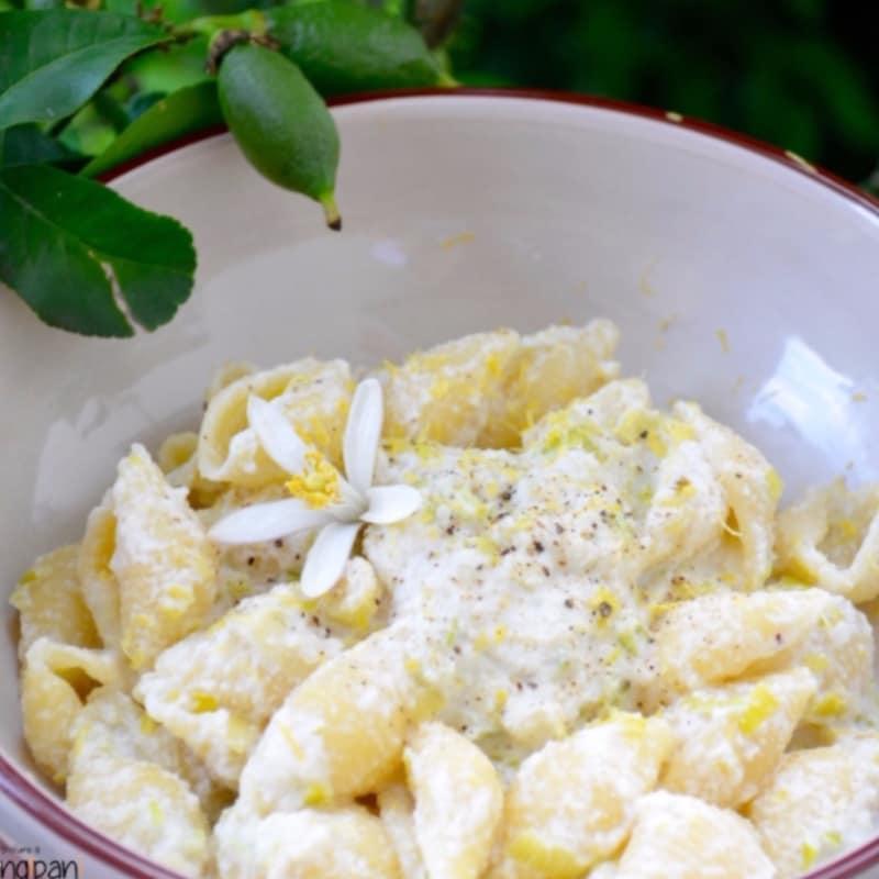 Conchas con crema de almendras y con sabor a limón puerro