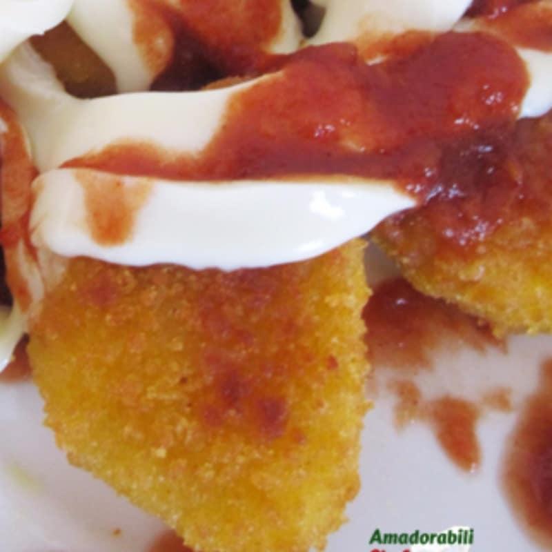 Trozos de pollo en salsa picante fibrosa