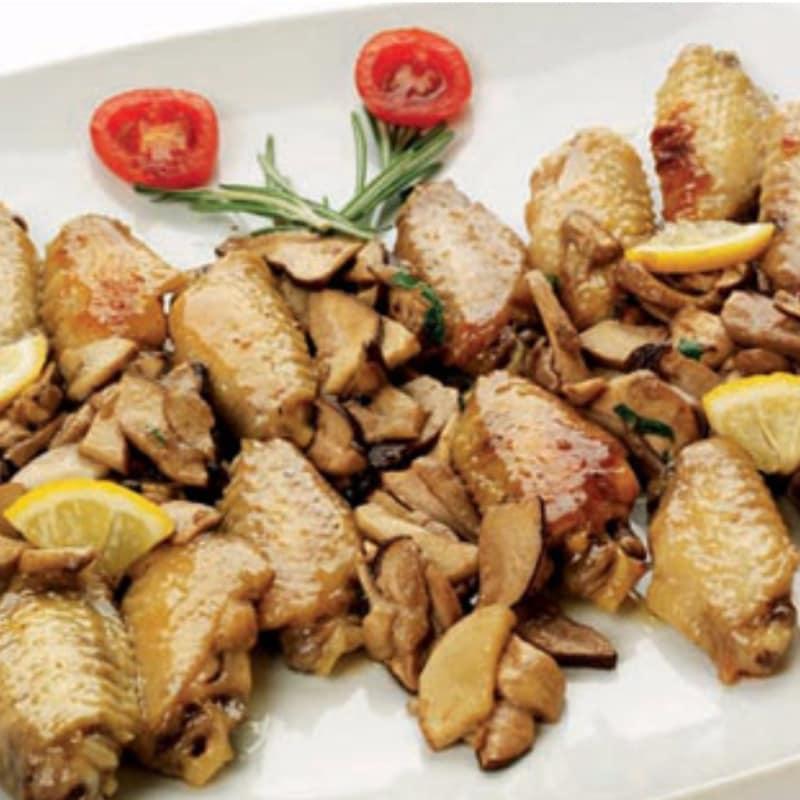 Alette di pollo con funghi porcini
