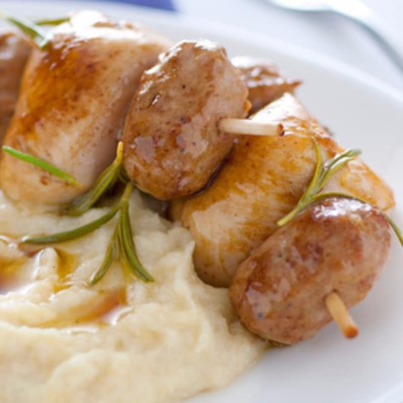 Mini skewers with mashed potatoes and apples