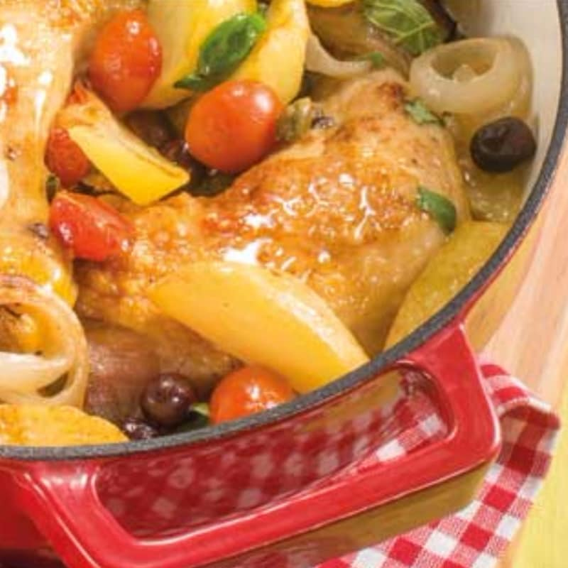 alcaparras pollo, aceitunas y tomates