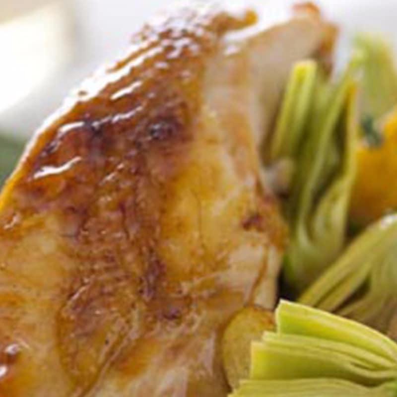 Pollo con alcachofas y patatas