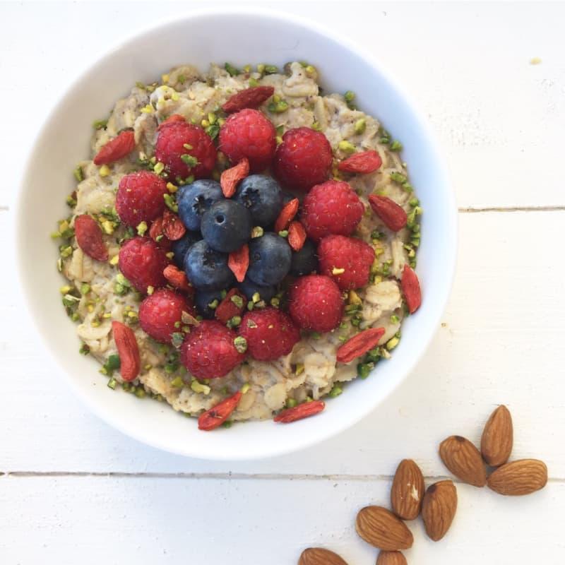 Porridge alla cannella e pistacchio