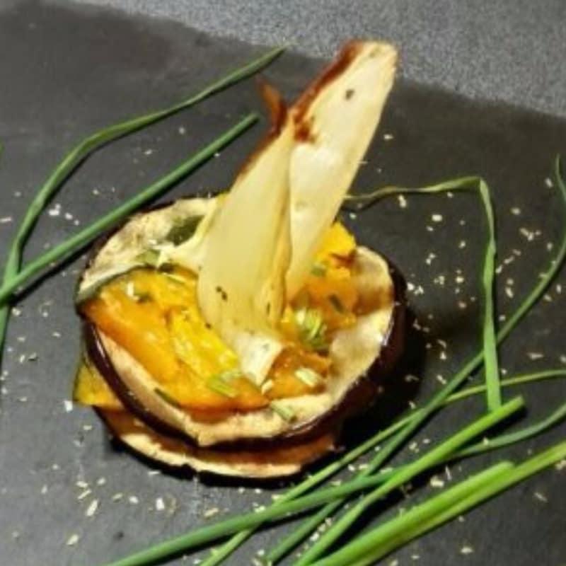 Sfogliatina di melanzana con vellutata di zucca e finocchi