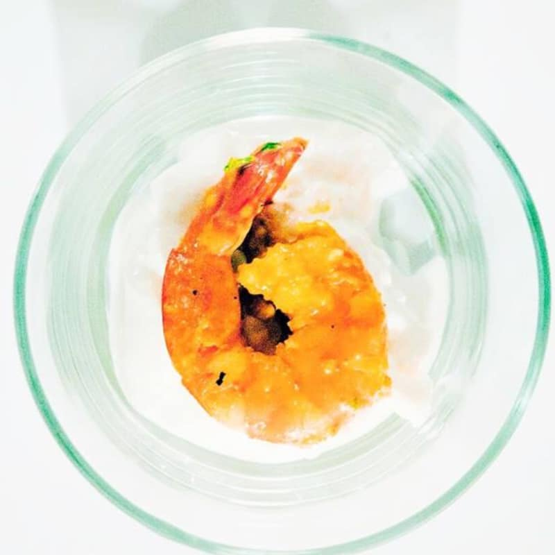 Gambas al curry con burrata
