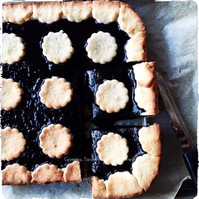tarta deletreada con mermelada de moras
