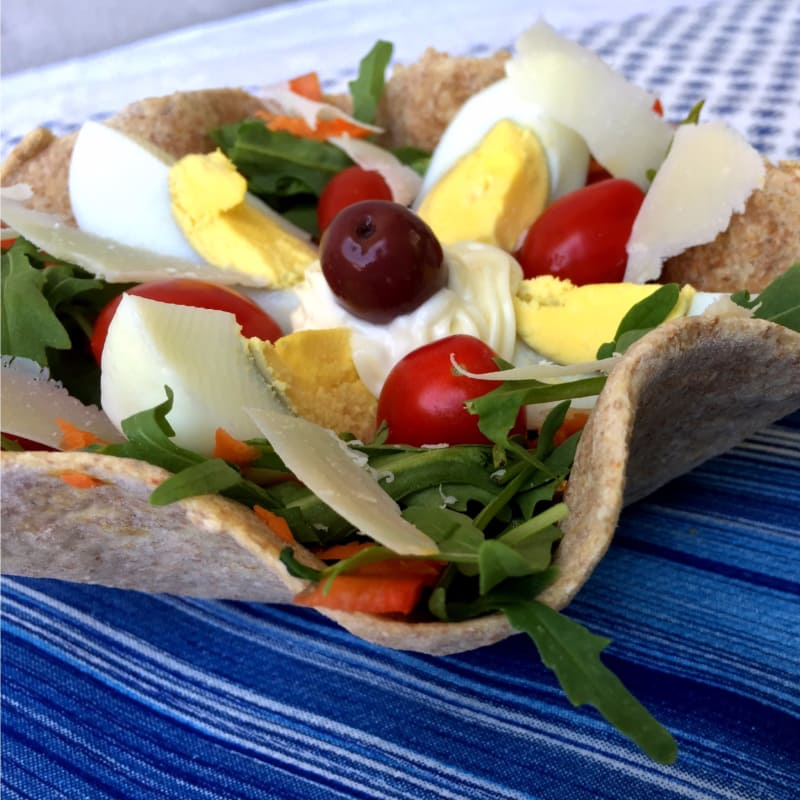 Baskets of wholemeal tortillas with salad and boiled egg