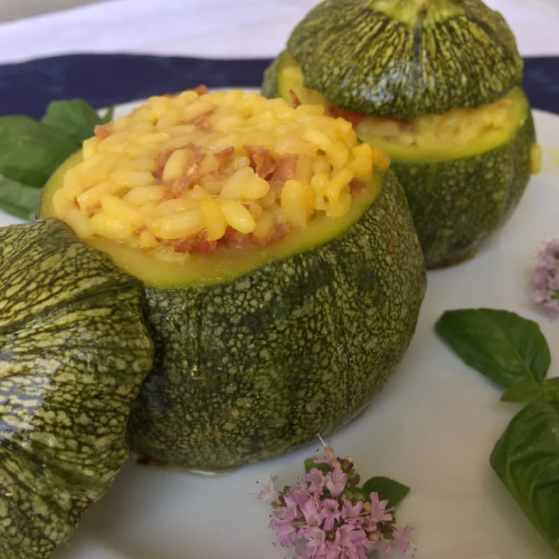 Zucchini stuffed with risotto round
