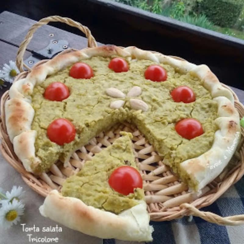 Torta salata tricolore con ricotta, pisellini e mandorle