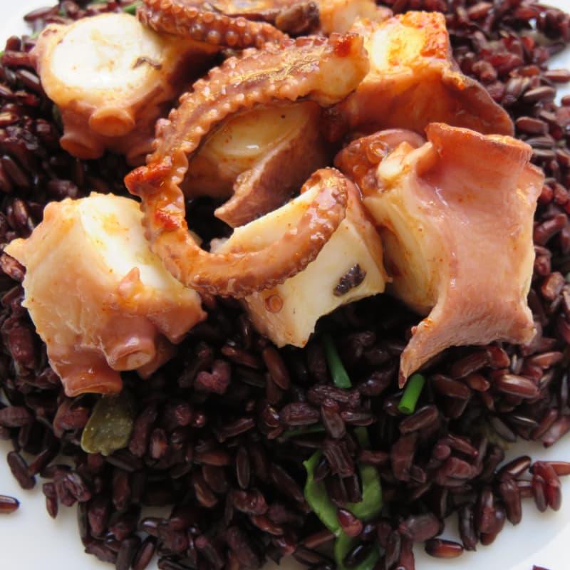 pulpo de Galicia en la cama de arroz Venus