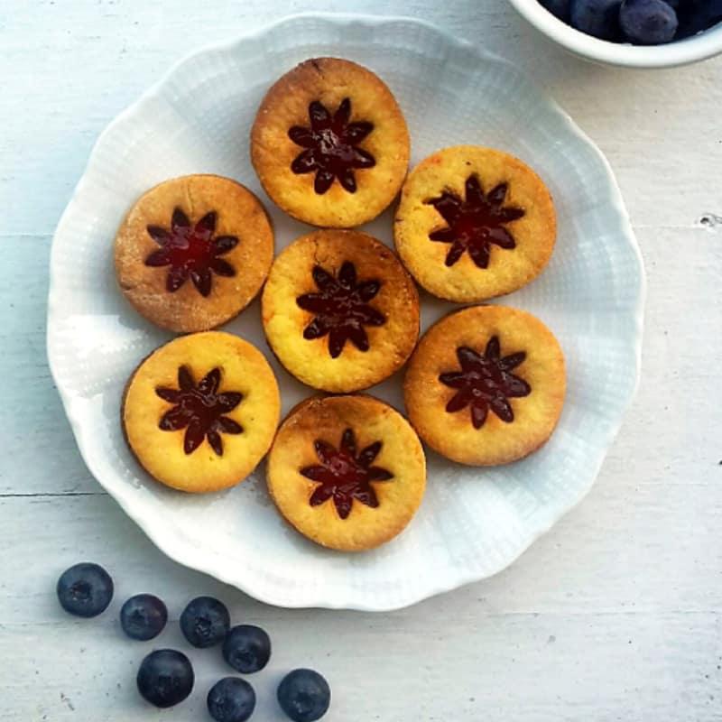 galletas rellenas con mermelada de mora