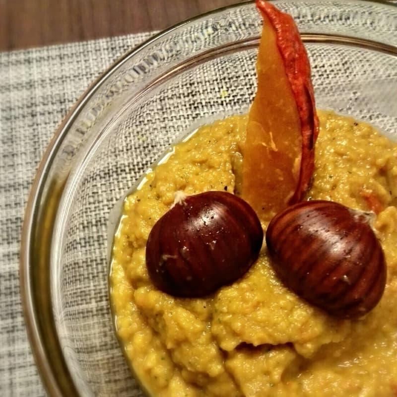 Cream of pumpkin, apples and brown turmeric