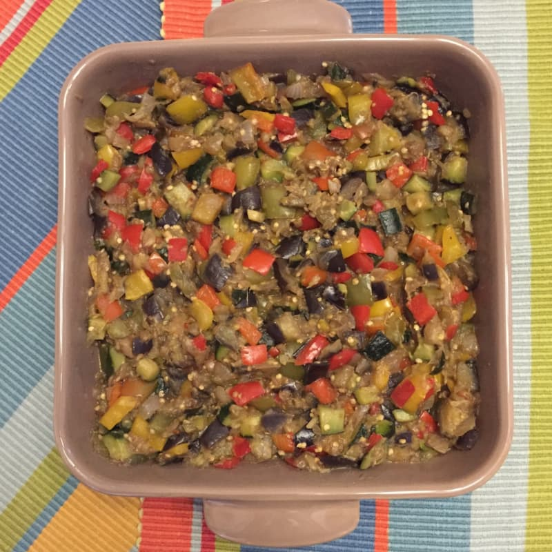 Teglia colorata di verdure