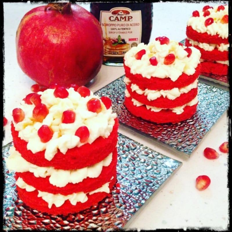 Mini pastel de terciopelo rojo