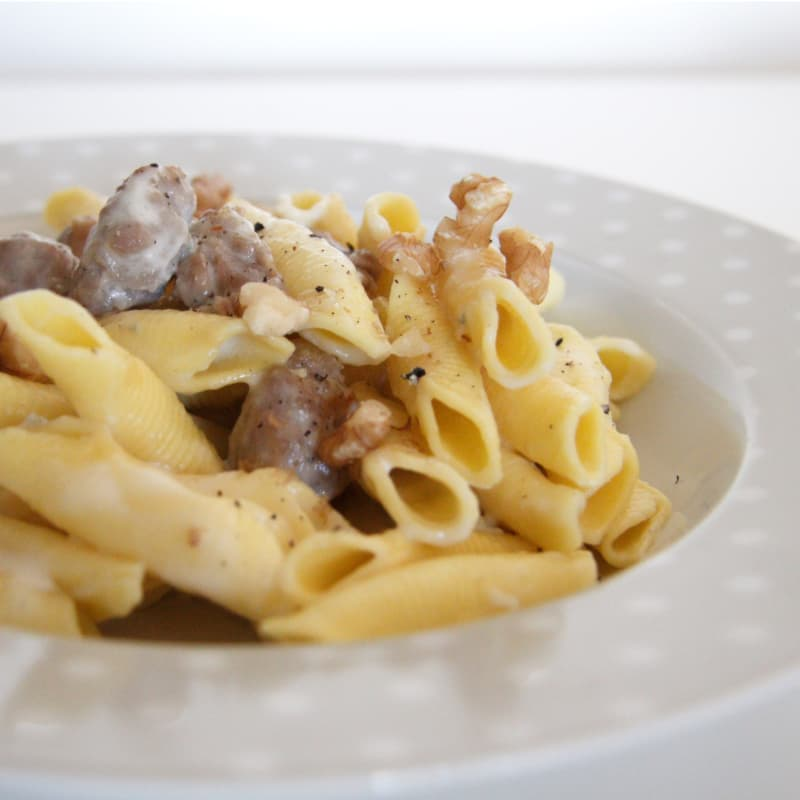 salchichas garganelli y gorgonzola