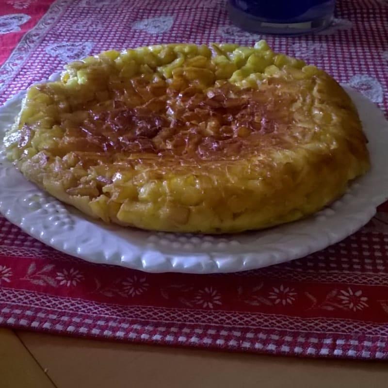 Tortilla de patata con flores de calabacín