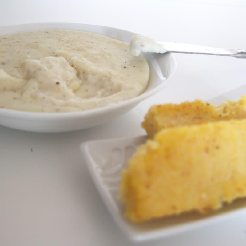 bacalao con migas de pan con crema de polenta