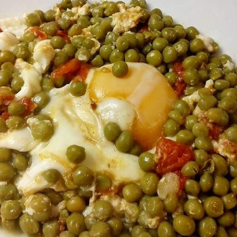 Peas with poached eggs
