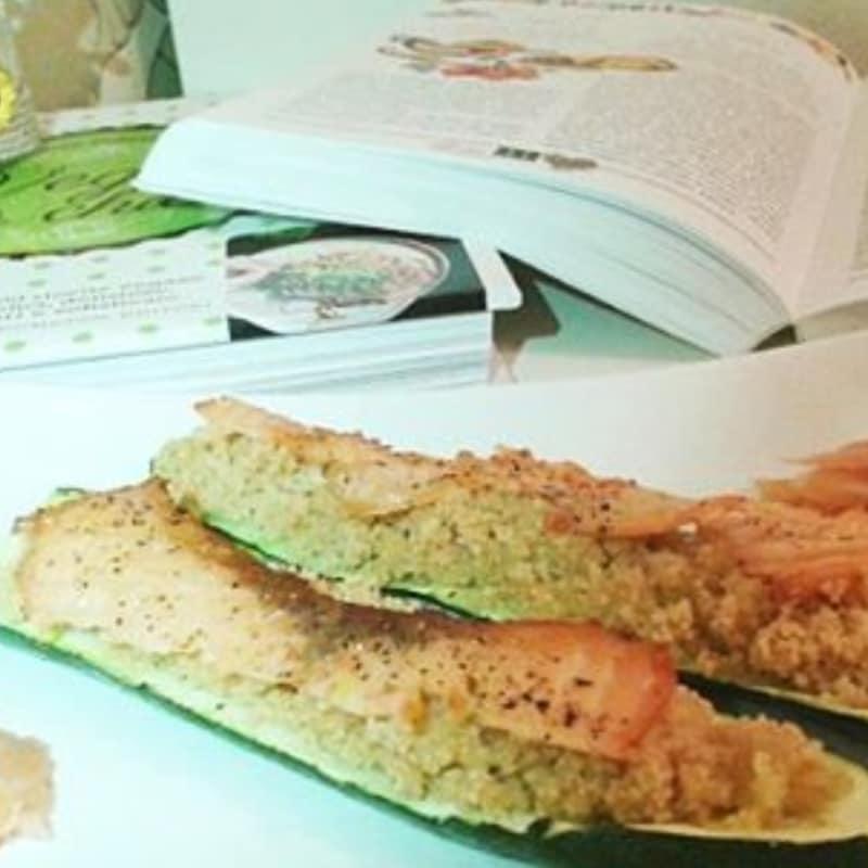 Barchette di zucchine con cous cous integrale e salmone
