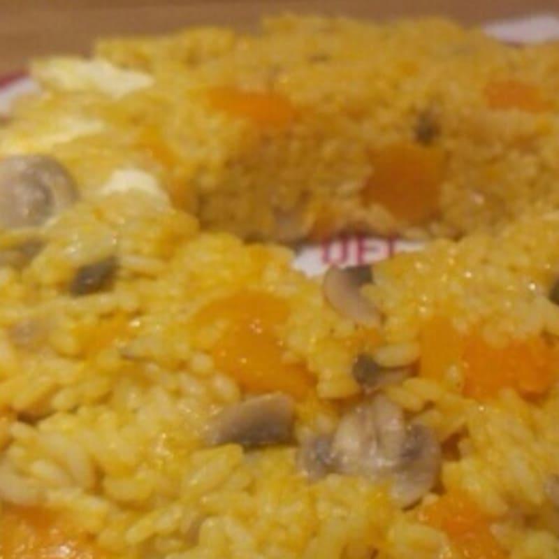 El buñuelo con arroz de calabaza, setas y sal primeros
