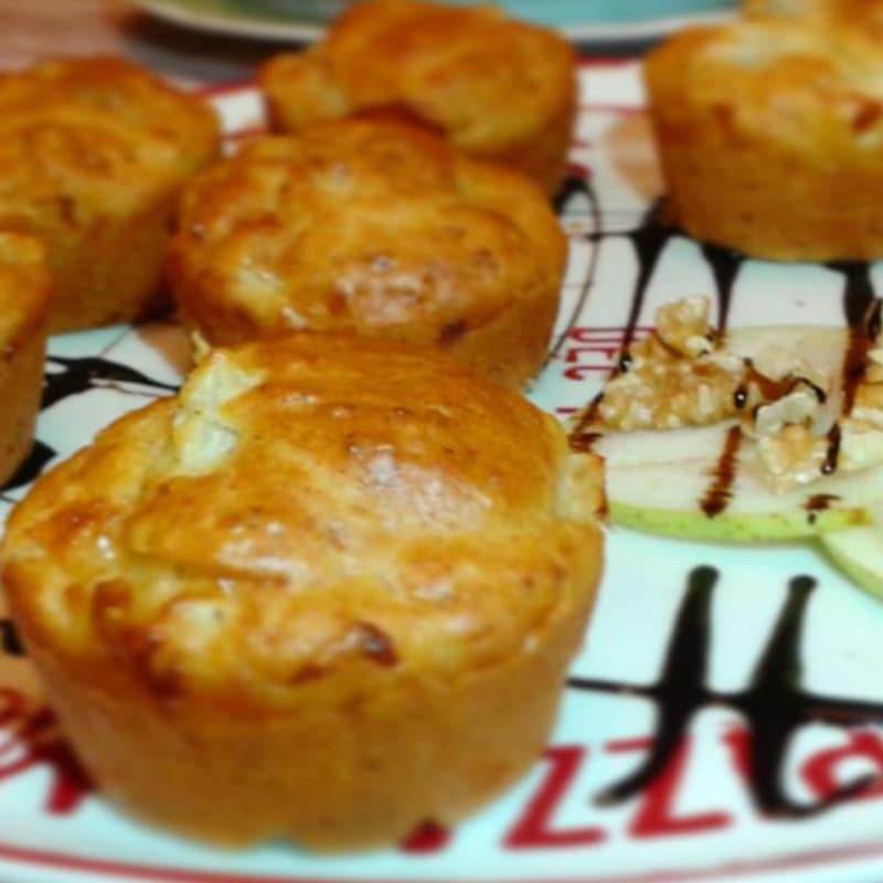 Muffins salati con pere , noci e primosale
