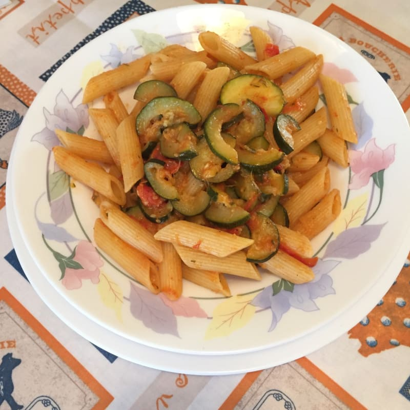 tomates y calabacines Penne cherry