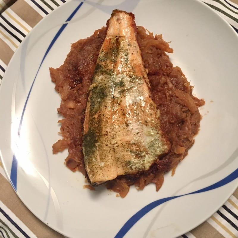 Filetti di trota iridea salmonata su letto di finocchi alla soia