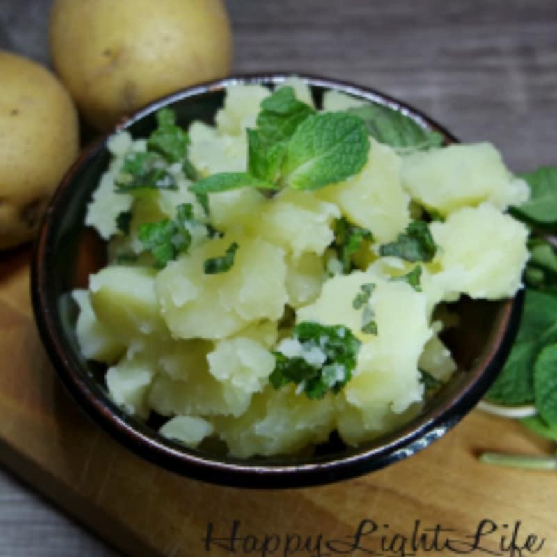 Patatas hervidas con la menta