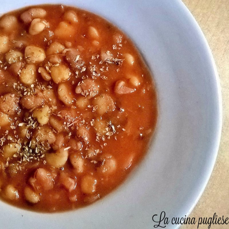 Cicerchie with tomato sauce
