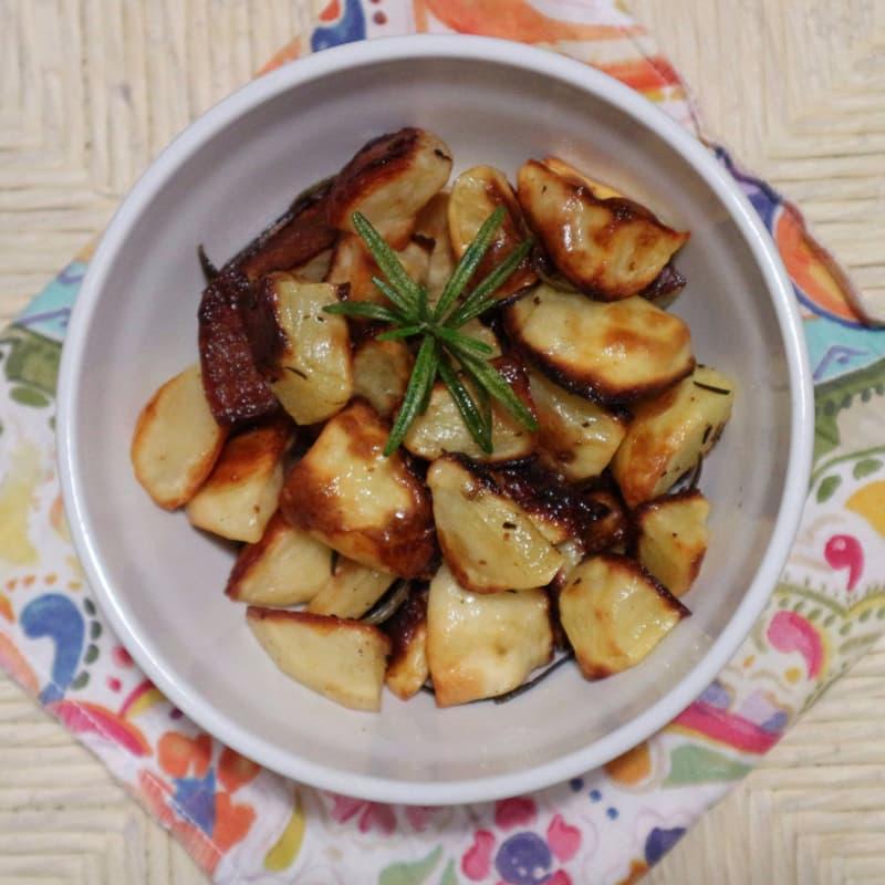 patatas cocidas al horno con ajo y romero