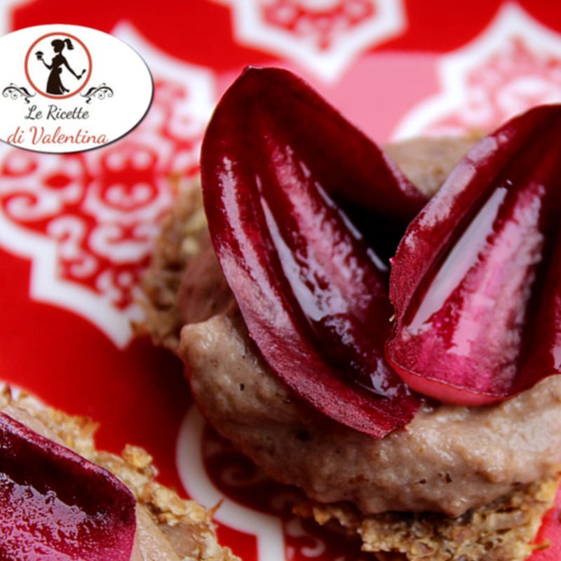 Hearts of rye bread with radicchio cream whiskey