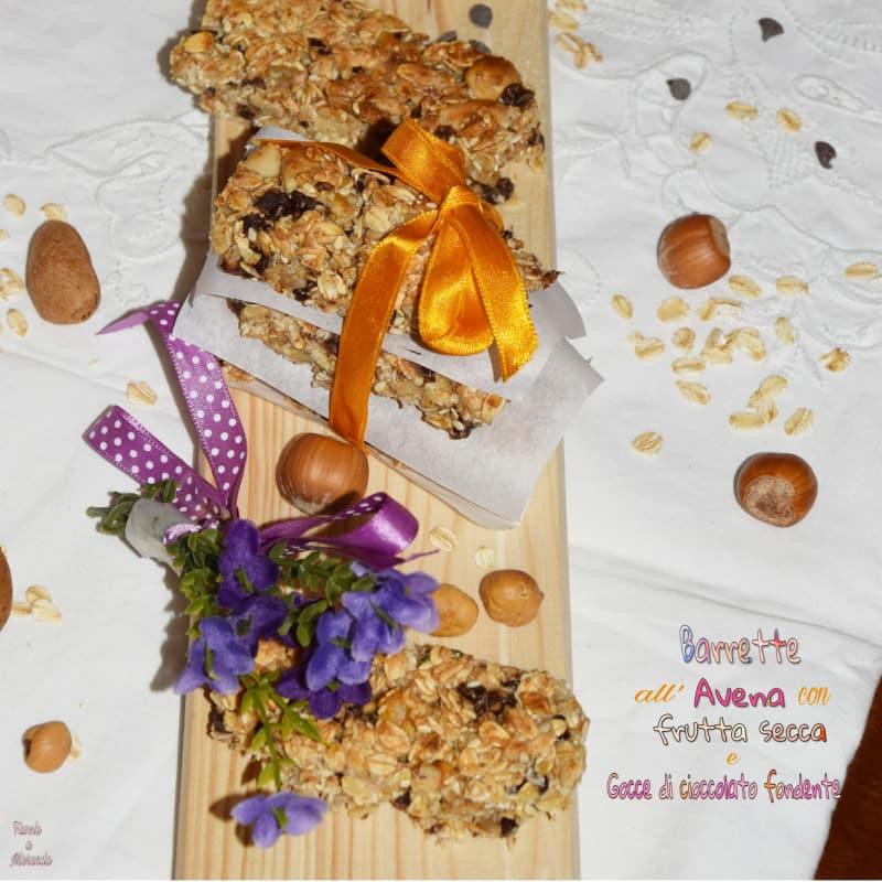 Barras de energía avena, frutos secos y miel con gotas de cioc