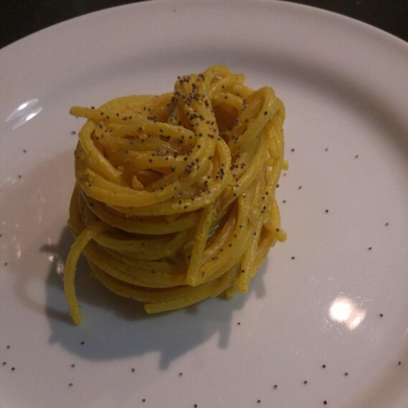 Espaguetis con crema de curry