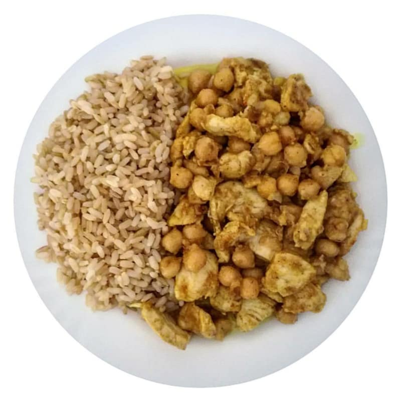 Straccetti di pollo al curry con latte di cocco e ceci